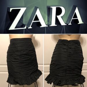 🔘 ZARA 🔘  Zara Ruched Black Skirt